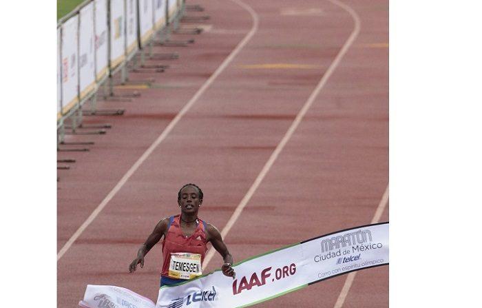 La atleta etíope Etaferahu Temesgen gana el primer lugar en la carrera internacional del Maratón de la Ciudad de México Telcel 2018 con una ruta de 42 kilómetros hoy, domingo 26 de junio de 2018, iniciando en el Zócalo y finaliza en el Centro Olímpico Universitario de Ciudad de México (México). EFE/Mario Guzmán