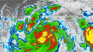 Huracán John se transforma en gran tormenta que genera olas de 7 metros
