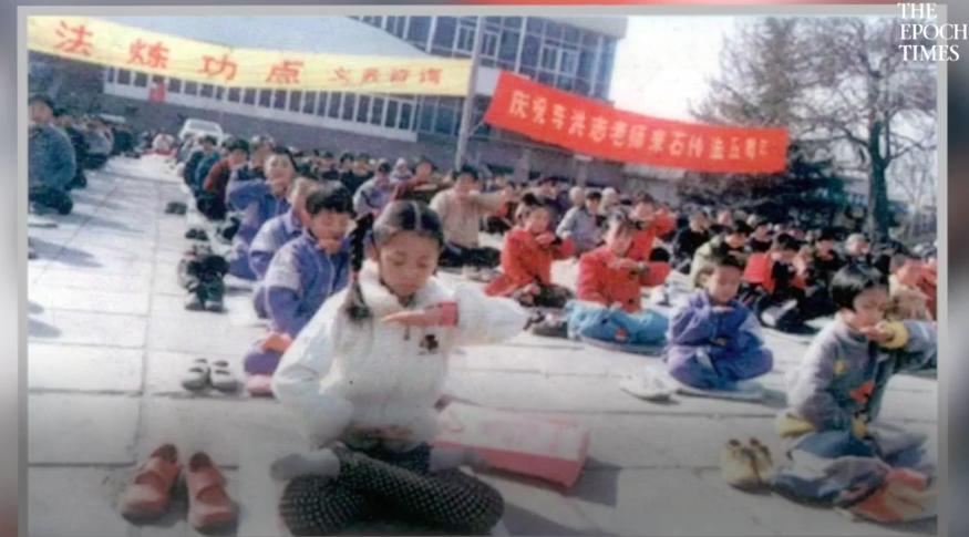 Niños practicando Falun Gong en China