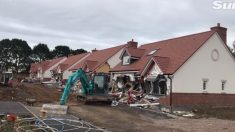 Arrestan a constructor enojado, que por no recibir su sueldo destruyó 5 casas con excavadora