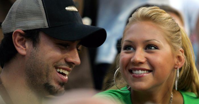 El cantante Enrique Iglesias y su esposa la extenista Anna Kournikova. (Foto de Ronald Martinez/Getty Images)
