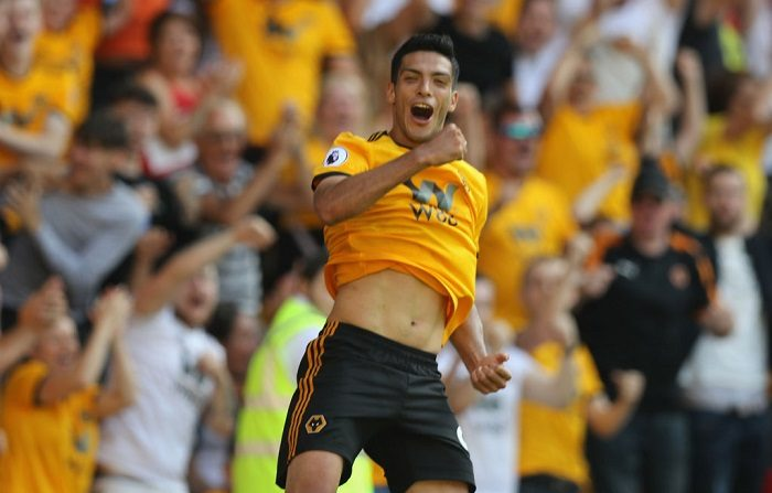 Raúl Jiménez, del Wolverhampton Wanderers, celebra después de anotar su gol en Wolverhampton, Inglaterra. (Foto de David Rogers/Getty Images)