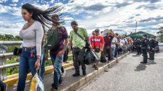 Venezolanos con un bebé y sin dinero se van caminando a Buenos Aires, en busca de una nueva vida