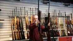 Exagente de la DEA se declara culpable de venta ilegal de armas a México