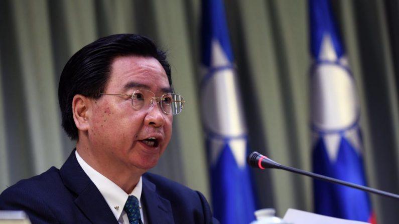 El ministro de Relaciones Exteriores de Taiwán Joseph Wu habla durante una conferencia de prensa en Taipei (Taiwán) el 1 de mayo de 2018. (Sam Yeh/AFP/Getty Images)