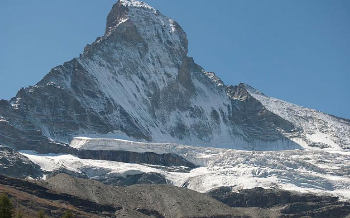 Cadáveres emergen tras el creciente deshielo de Los Alpes