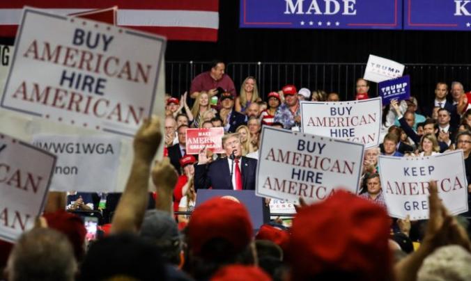 """El presidente Donald Trump habla en un mitin """"Haz que Estados Unidos sea grande de nuevo"""" en Tampa, Florida, el 31 de julio de 2018. (Charlotte Cuthbertson/The Epoch Times)"""