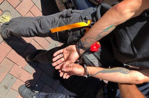 El Departamento de Policía de Berkeley arrestó a 20 personas el 5 de agosto de 2018, durante un enfrentamiento entre Antifa y grupos rivales. (Departamento de Policía de Berkeley)