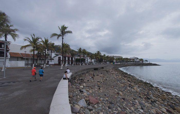 La tormenta tropical Olivia se intensifica lejos de las costas mexicanas La tormenta tropical Olivia se intensificó en las últimas horas pero por su lejanía de las costas del Pacífico mexicano no afecta al país, informó hoy el Servicio Meteorológico Nacional (SMN). EFE/Archivo