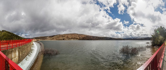 El agua embalsada en la Península se sitúa al 57,6 por ciento de su capacidad total con 32.279 hectómetros cúbicos (hm³), 901 hectómetros cúbicos menos que los niveles de la semana anterior. EFE