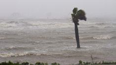 Florence se convierte en huracán de categoría 3 en el centro del Atlántico