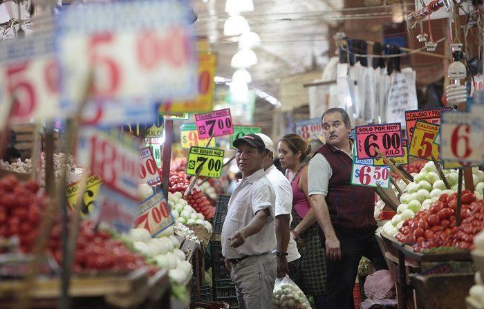 El índice de precios de la canasta básica, que incluye un centenar de productos de amplio consumo popular, marcó un alza mensual de 0,72 % para quedar en un acumulado anual de 7,68 %. EFE/Archivo