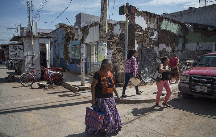 Supervivientes exponen sus cicatrices un año después del sismo en México Vista general de una casa de Juachitán colapsada por el terremoto del 7 de septiembre de 2017 hoy, viernes 7 de septiembre de 2018, en Juachitán, en el estado de Oaxaca (México). EFE