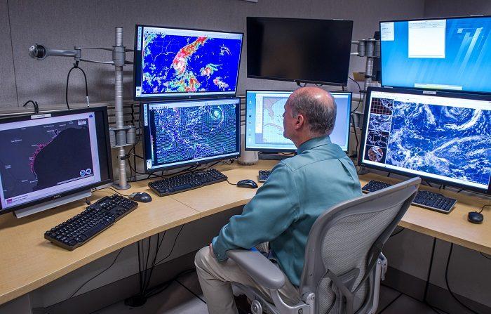 Se forman las depresiones tropicales ocho y nueve en el Atlántico. La octava y novena depresión tropical de la temporada de huracanes se formaron hoy en el este del Atlántico, informó el Centro Nacional de Huracanes (NHC, en inglés). EFE/ARCHIVO