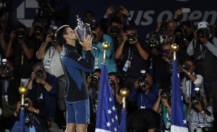 Djokovic vence a del Potro y se proclama el nuevo campeón del Abierto de EE.UU. El tenista serbio Novak Djokovic (Imagen), sexto cabeza de serie, venció hoy por 6-3, 7-6 (4) y 6-3 al argentino Juan Martín del Potro, tercer favorito, en la final masculina y se proclamó nuevo campeón del Abierto de Estados Unidos. EFE