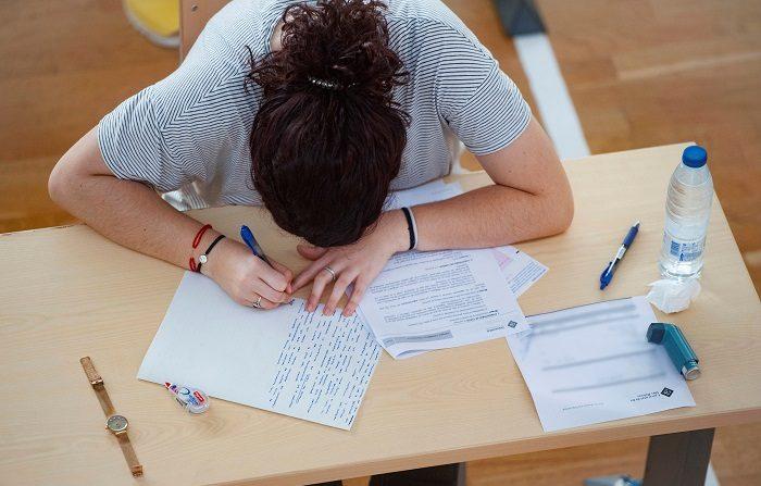 La Universidad de Navarra, número uno de España en empleabilidad Una estudiante realiza los exámenes de la Evaluación de Bachillerato para el Acceso a la Universidad. EFE/Archivo