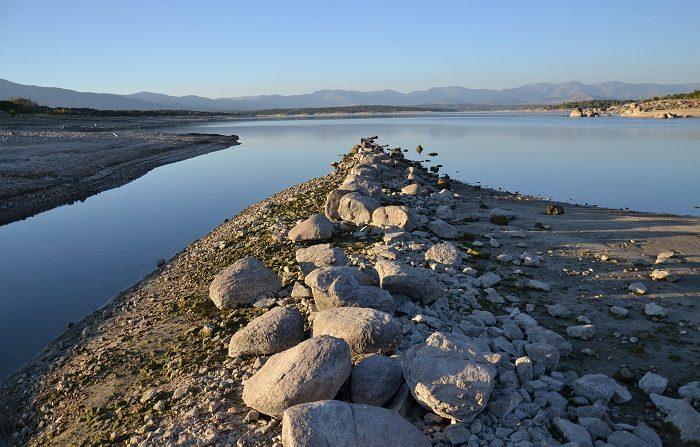 La reserva de agua vuelve a bajar a pesar de las importantes lluvias En la foto, imagen del embalse de Valmayor. EFE/Archivo