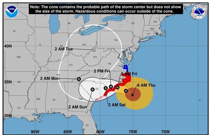 """La tormenta tropical Isaac avanza """"poco organizada"""" por el este del Caribe. Imagen cedida hoy, jueves 13 de septiembre de 2018, por el Centro Nacional de Huracanes (NHC) que muestra el pronóstico de cinco días del huracán Florence casi a su llegada a la costa este de Estados Unidos. EFE/NHC"""