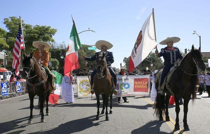 Miembros de la Caballeria de Rancho La Laguna participan en la septuagésima segunda edición del Desfile de Independencia de México hoy, domingo 16 de septiembre de 2018, en Los Ángeles (Estados Unidos). EFE