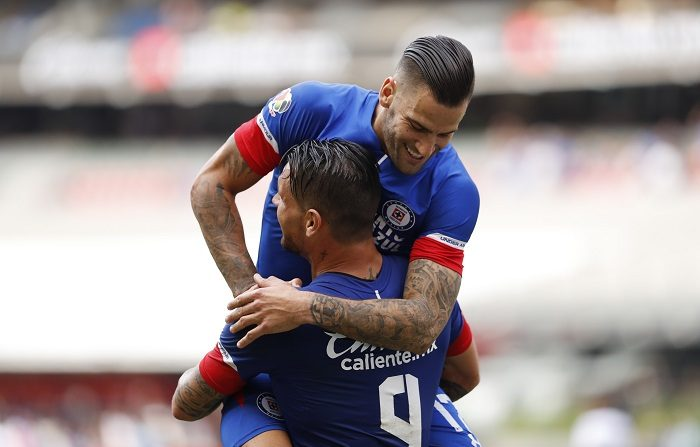 Cruz Azul sigue de líder del Apertura; el argentino Furch es el mejor goleador. Pese al revés, el Cruz Azul continuó en el primer lugar del campeonato con seis victorias, dos empates, una derrota y 20 puntos, tres más que los Pumas de la UNAM, las Águilas del América, y el Santos Laguna, todos con 17 unidades. EFE/Archivo