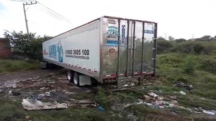 Fotograma de un contenedor de refrigeración con unos 100 cadáveres del estado de Jalisco, que fue abandonado en el municipio de Tlaquepaque y después movido a Tlajomulco hasta que el sábado fue puesto bajo resguardo de la Fiscalía estatal. EFE/MÁXIMA CALIDAD DISPONIBLE