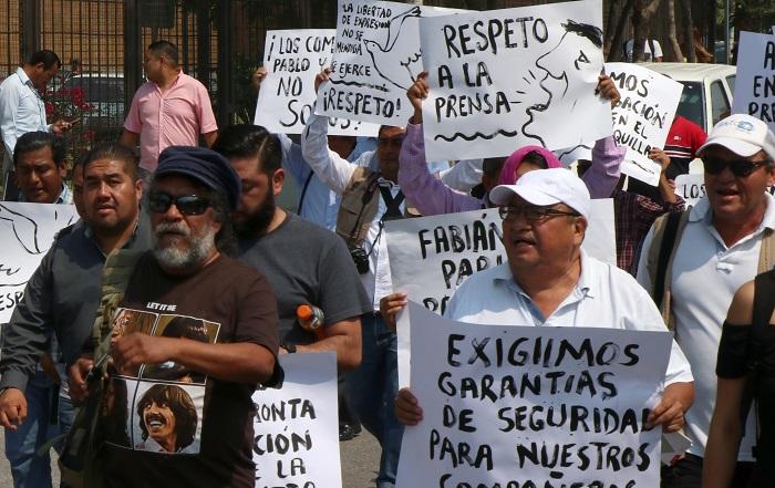 El reportero mexicano Mario Leonel Gómez Sánchez, colaborador de la Organización Editorial Mexicana (OEM), fue asesinado hoy a balazos en el estado mexicano de Chiapas, con lo que se elevan diez los periodistas asesinados este año en México. EFE
