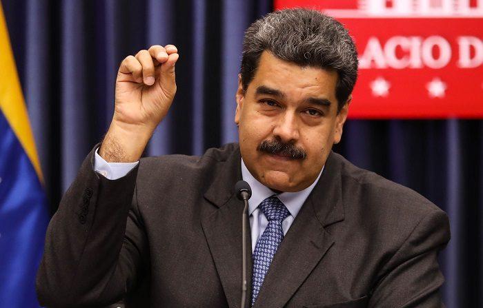 """Un nuevo proyecto de ley integral para atajar la crisis de Venezuela fue presentado hoy en el Congreso por un grupo bipartidista de senadores, con el que pretenden aumentar la presión """"política, económica y diplomática"""" contra el Gobierno de Nicolás Maduro, y proveer ayuda al pueblo venezolano. EFE/Cristian Hernández"""