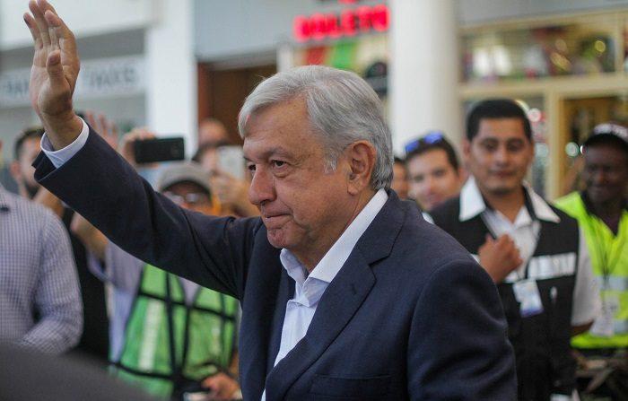 El presidente electo de México, Andrés Manuel López Obrador, participa en un mitin en la ciudad de Tijuana, en el estado de Baja California (México). EFE/Archivo