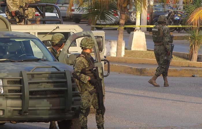 Autoridades locales localizaron en la ciudad de Cancún, situada en el estado mexicano de Quintana Roo, los cadáveres de dos hombres que la Secretaría de Marina-Armada de México reconoció como elementos navales, informó hoy la institución. EFE/Alonso Cupul