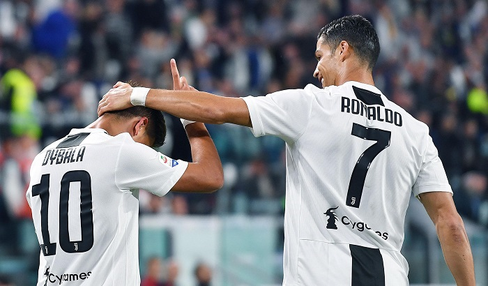 El líder Juventus sigue imparable y ganó por 2-0 este miércoles al Bolonia para seguir con el pleno de puntos tras seis jornadas de la Serie A (Primera División), en un día en el que el Nápoles no falló ante el Parma (3-0) y en el que el Roma rompió su racha negativa gracias a una goleada al Frosinone (4-0). EFE/DI MARCO