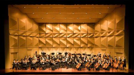 La 'música armoniosa toca nuestros corazones', dice un profesor de música de China sobre Shen Yun