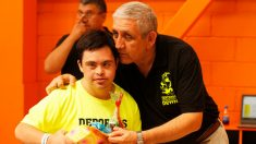 Adolescente con síndrome de Down arriesga todo para salvar a una niña de ahogarse en el mar