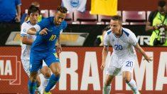 No cambia: Neymar fue amonestado por 'teatrero' ante El Salvador y se indignó tras juego