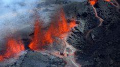 Volcán Piton entra en erupción con espectacular flujo de lava