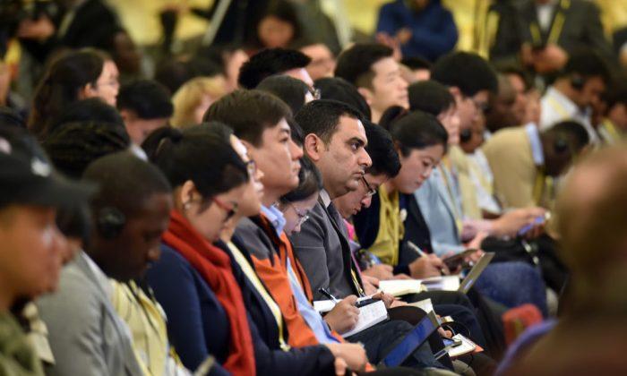 Periodistas asisten a una conferencia de prensa del 19º Congreso Nacional del PCCh en el Gran Salón del Pueblo el 17 de octubre de 2017 en Beijing, China.(VCG/VCG vía Getty Images)