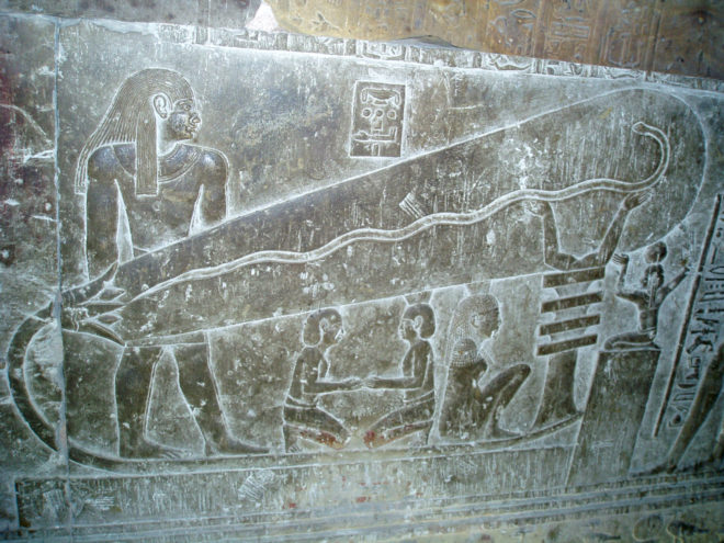 Un famoso jeroglífico egipcio antiguo que representa lo que parece una bombilla gigante. (© Wikimedia | Rowan )
