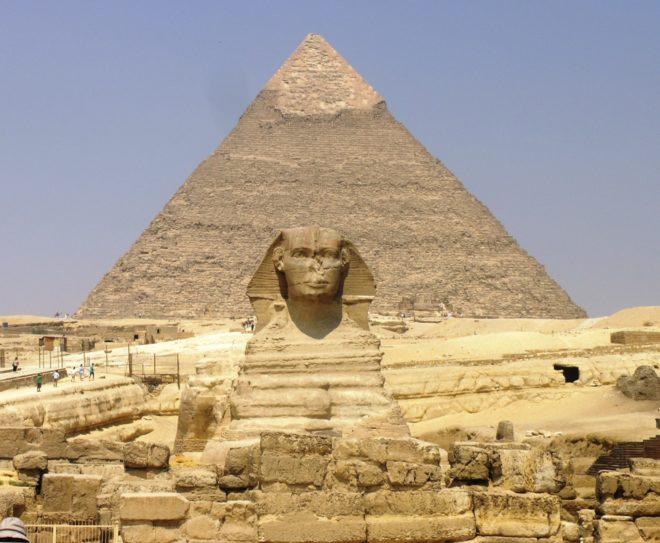 La gran pirámide y la esfinge en Giza, Egipto. (© Wikimedia | Daniel Mayer )