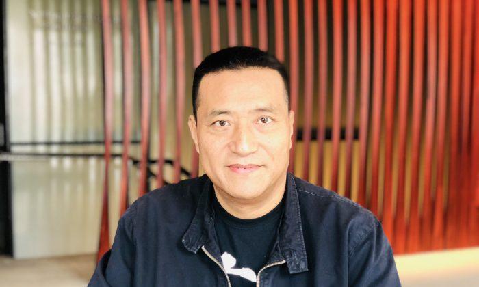 Fang Zheng, de 55 años, cuyas piernas fueron arrolladas por un tanque durante la masacre de Tiananmen en 1989, se prepara para hablar en el Foro de Oslo por la Libertad en Nueva York, el 17 de septiembre de 2018. (Bowen Xiao/La Gran Época)