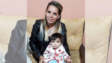 """Compasiva oficial argentina amamanta a un bebé incluso cuando los médicos dijeron que estaba """"sucio"""""""