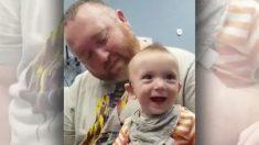 La cara de este bebé sordo cuando escucha a su mamá por primera vez ya se robó miles de corazones