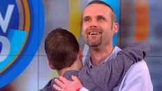 Joven sobrevive al cáncer y sorprende al hombre que salvó su vida con un regalo muy especial