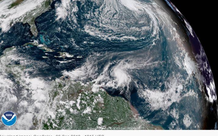 Tromenta tropical Kirk el 26 de aseptiembre a las 18:15, hora UTC ( GOES)