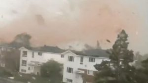 Impactantes imágenes en medio del tornado que arrasó en Canadá