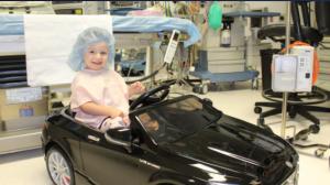 En este hospital, los niños entran al quirófano con un divertido paseo sobre ruedas