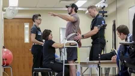 ¡Esperanzador! un inválido vuelve a caminar con electrodos en la columna vertebral