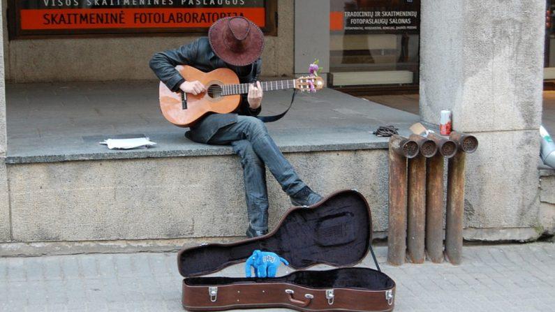 La música fue su escape de la guerra y ahora es su herramienta para crear conciencia