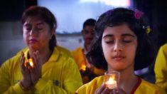 Decenas de indios meditan en honor a los muertos por la persecución a Falun Dafa en China