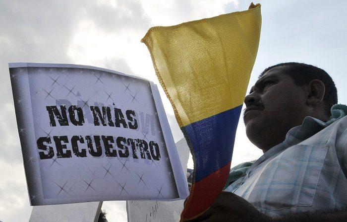 Denuncian falta de seguridad para el alcalde colombiano cuyo hijo fue secuestrado El hijo de cinco años del alcalde de El Carmen fue secuestrado ayer por dos desconocidos que ingresaron armados al colegio en donde el menor estudia. EFE/Archivo