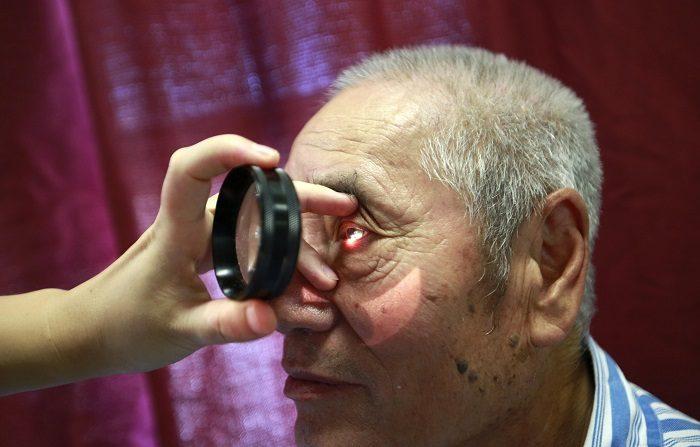 Corregir vista cansada es posible gracias a innovadores gafas multifocales Corregir la vista cansada es posible gracias a unas gafas multifocales que permiten mejorar la visión sin necesidad de armazones ni cirugía, explicó a Efe el optometrista mexicano José Luis Monroy. EFE/Archivo