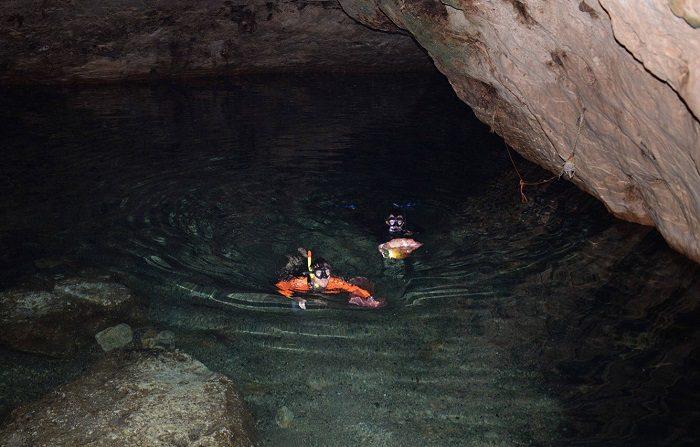 Ambientalistas temen contaminación de cenotes por granja en Yucatán Vista general del cenote Tza Ujun Kat en la comunidad maya de Homún, en el estado de Yucatán (México). EFE